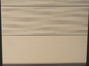 einfarbige Fliese wird mit der Dekorfliese als oberste Fliese bis 125cm verlegt
