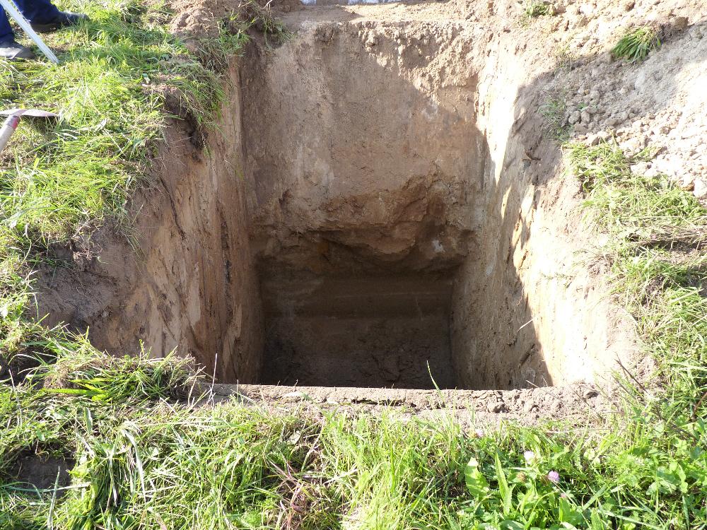Das Loch für den Regenwasserschacht (Rigole)