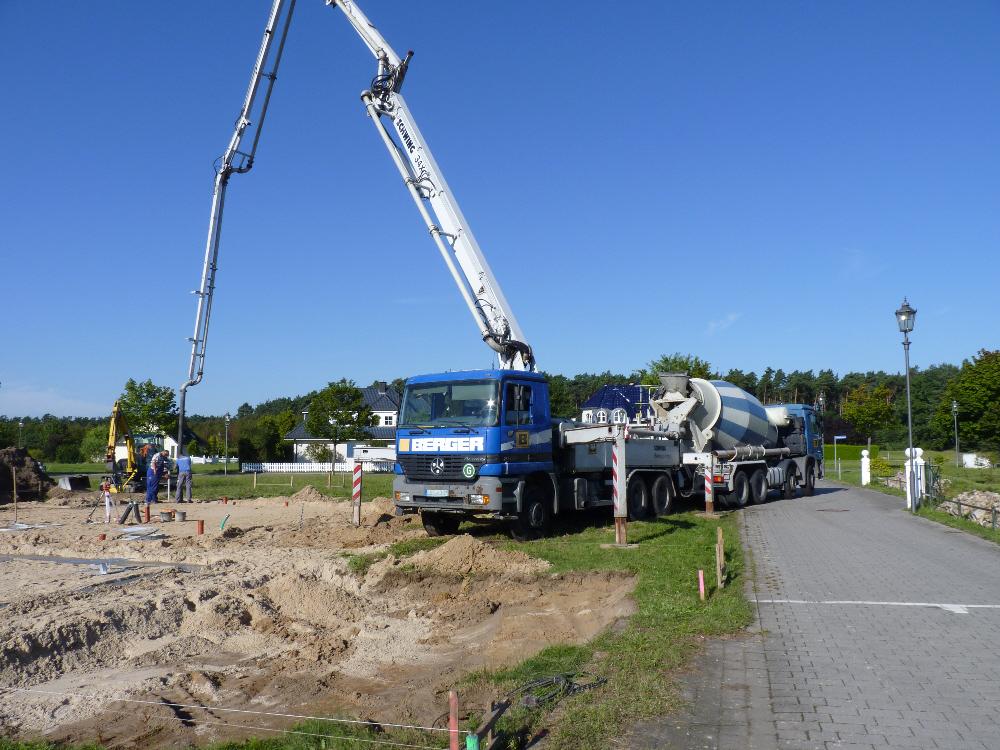 Betonmischer und -pumpe für die Fundamente